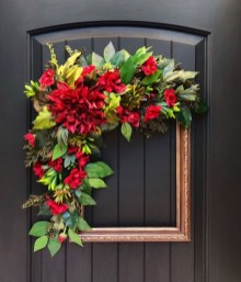 Brilliant Christmas Front Door Decor Ideas10