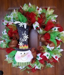 Brilliant Christmas Front Door Decor Ideas12
