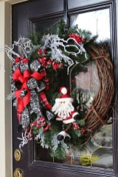 Brilliant Christmas Front Door Decor Ideas13