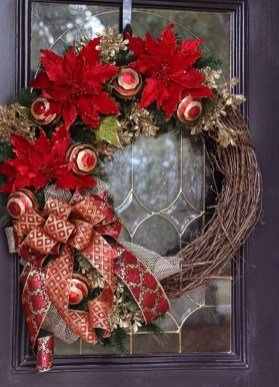 Brilliant Christmas Front Door Decor Ideas17