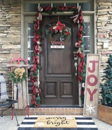 Brilliant Christmas Front Door Decor Ideas19