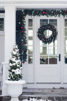 Brilliant Christmas Front Door Decor Ideas23