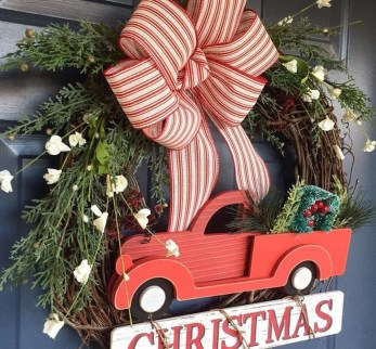 Brilliant Christmas Front Door Decor Ideas31
