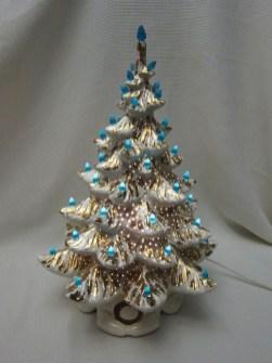 Fascinating White Vintage Christmas Ideas21