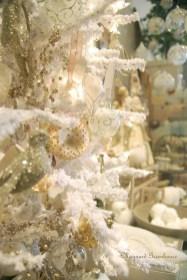 Fascinating White Vintage Christmas Ideas27