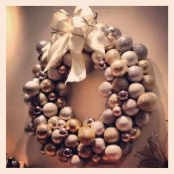 Inspiring Christmas Wreaths Ideas For All Types Of Décor15