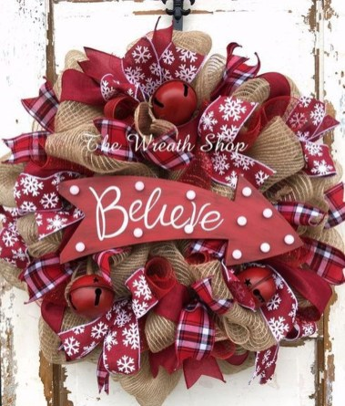 Inspiring Christmas Wreaths Ideas For All Types Of Décor40