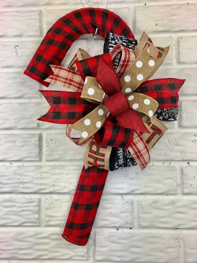 Perfect Candy Cane Christmas Decor Ideas For Your Home06