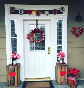 Amazing Valentine Porch Ideas23