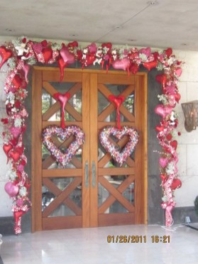 Amazing Valentine Porch Ideas25