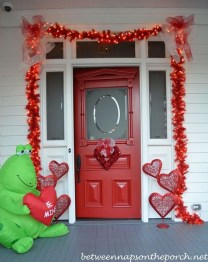 Amazing Valentine Porch Ideas35