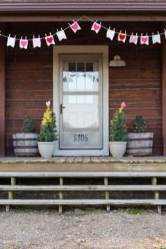 Amazing Valentine Porch Ideas40