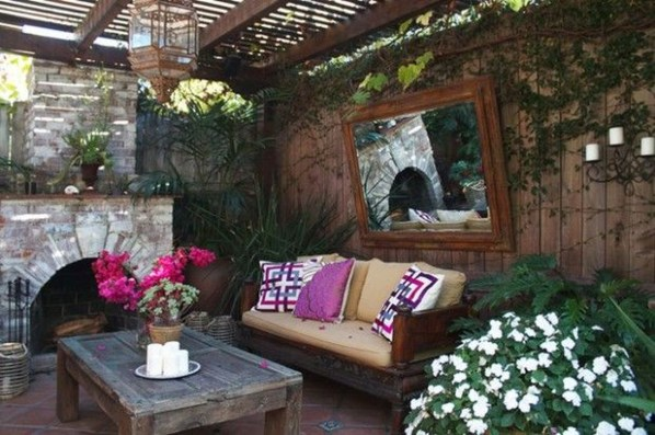 Awesome Rustic Balcony Garden09