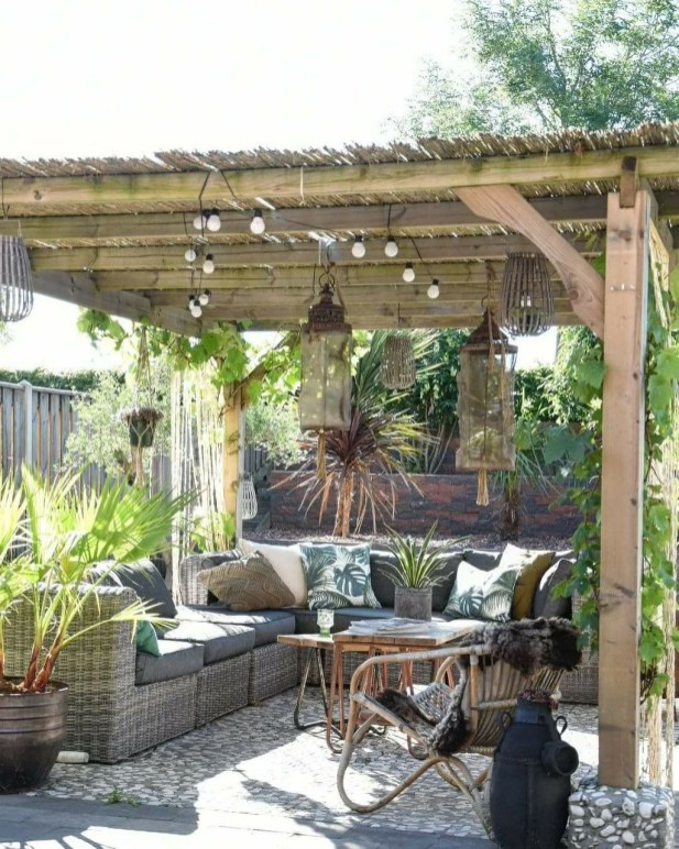 Awesome Rustic Balcony Garden13