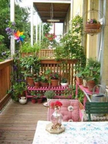 Awesome Rustic Balcony Garden15