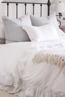 Inspiring Vintage Bedroom Decorations21