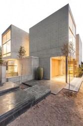 Amazing Modern Home Exterior Designs22