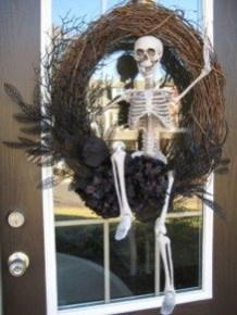 Simple Halloween Wreath Designs For Your Front Door01