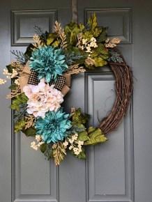 Simple Halloween Wreath Designs For Your Front Door04