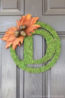 Simple Halloween Wreath Designs For Your Front Door12