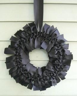 Simple Halloween Wreath Designs For Your Front Door13