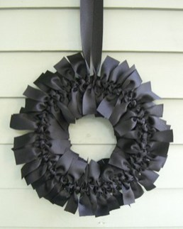 Simple Halloween Wreath Designs For Your Front Door13