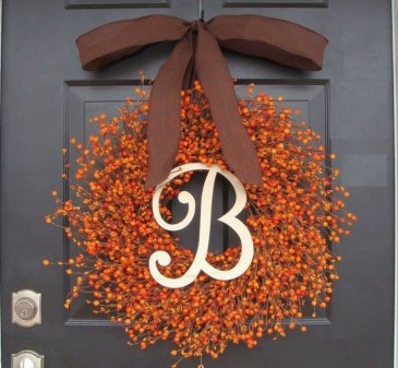 Simple Halloween Wreath Designs For Your Front Door26