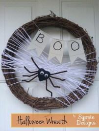 Simple Halloween Wreath Designs For Your Front Door27