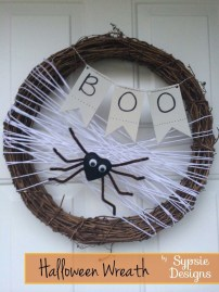 Simple Halloween Wreath Designs For Your Front Door27