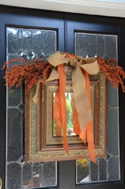 Simple Halloween Wreath Designs For Your Front Door35
