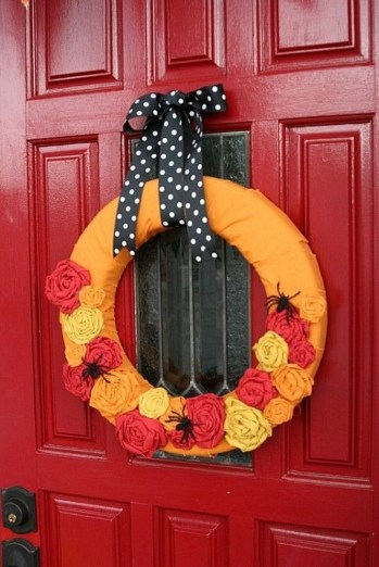 Simple Halloween Wreath Designs For Your Front Door36