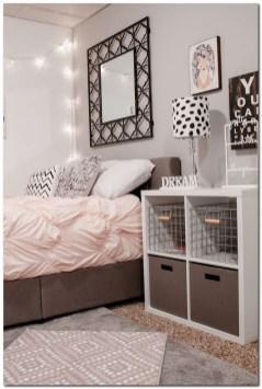 Brilliant Bedroom Organizatioan Ideas19
