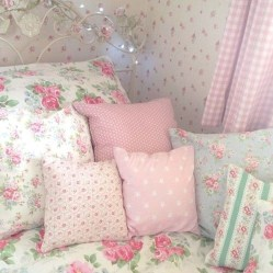 Lovely Girly Bedroom Design32