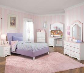 Lovely Girly Bedroom Design39
