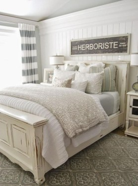 Modern White Farmhouse Bedroom Ideas18