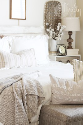 Modern White Farmhouse Bedroom Ideas27