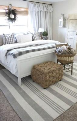 Modern White Farmhouse Bedroom Ideas28