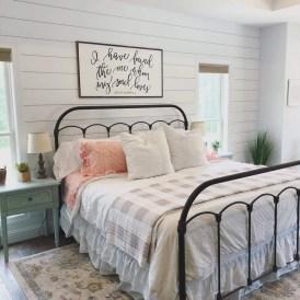 Modern White Farmhouse Bedroom Ideas34