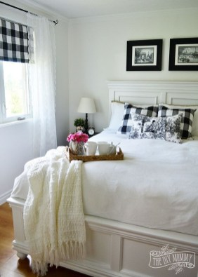 Modern White Farmhouse Bedroom Ideas38