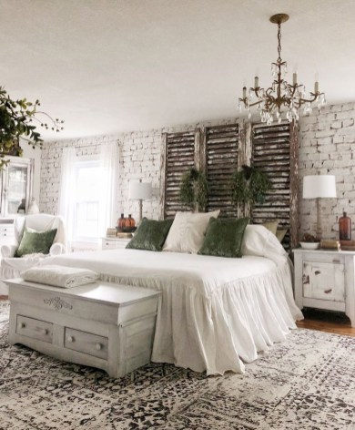 Modern White Farmhouse Bedroom Ideas41