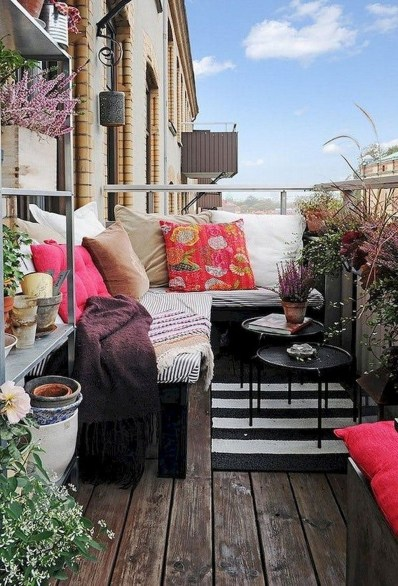 Comfy Apartment Balcony Decorating17