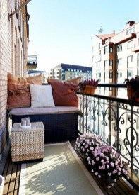Comfy Apartment Balcony Decorating24