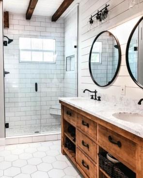 Best Farmhouse Bathroom Remodel09