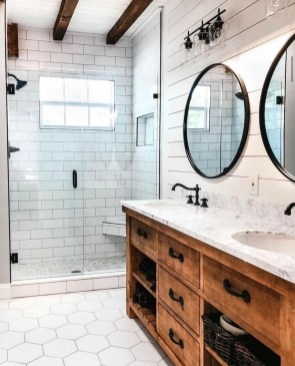 Best Farmhouse Bathroom Remodel09