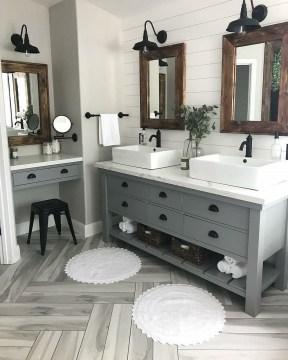 Best Farmhouse Bathroom Remodel18