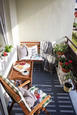 Exciting Small Balcony Decorating For Farmhouse17