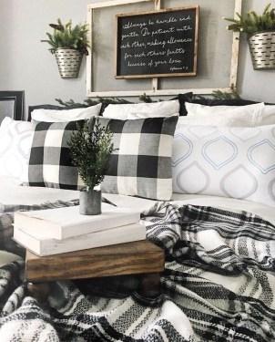 Lovely Urban Farmhouse Master Bedroom Remodel Ideas09