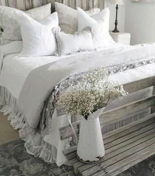 Smart Modern Farmhouse Style Bedroom Decor23