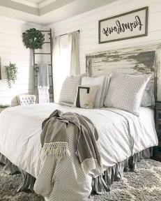 Smart Modern Farmhouse Style Bedroom Decor27