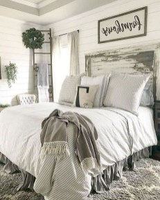 Smart Modern Farmhouse Style Bedroom Decor27